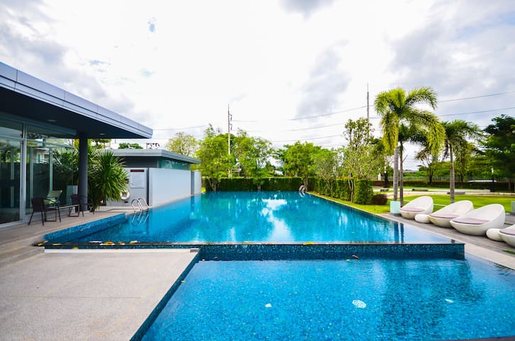 3 Bedroom Shared Swimming Pool