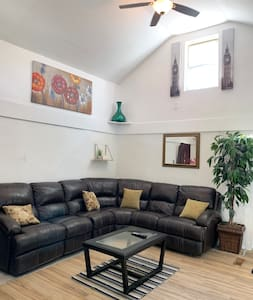 Completely Renovated 3 rooms house close downtown