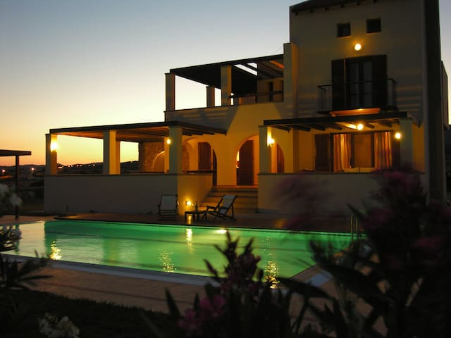 Modern Villa with pool and garden - Rodos - Huvila