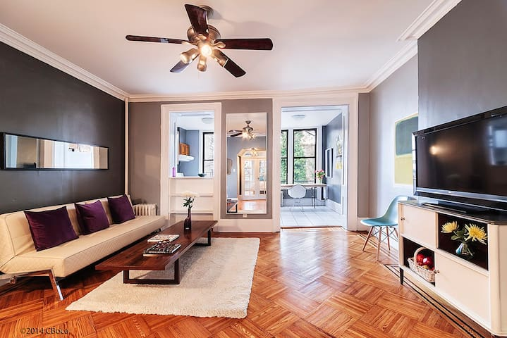 1000 SQ FT Cobble Hill Übercharmer