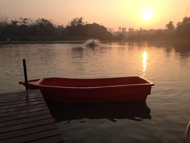 Private Lakeside home and mini-farm - Sam Phran