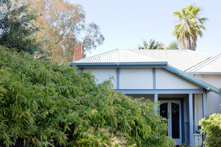Two bedroom Guest House in Fabulous Fremantle