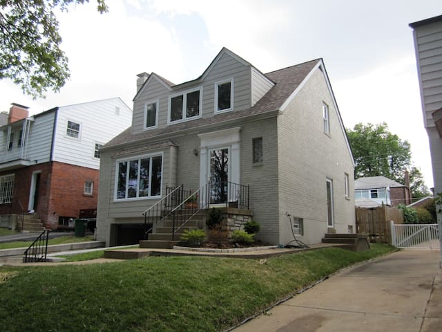 Centrally Located 5BR Home - Clayton - Huis