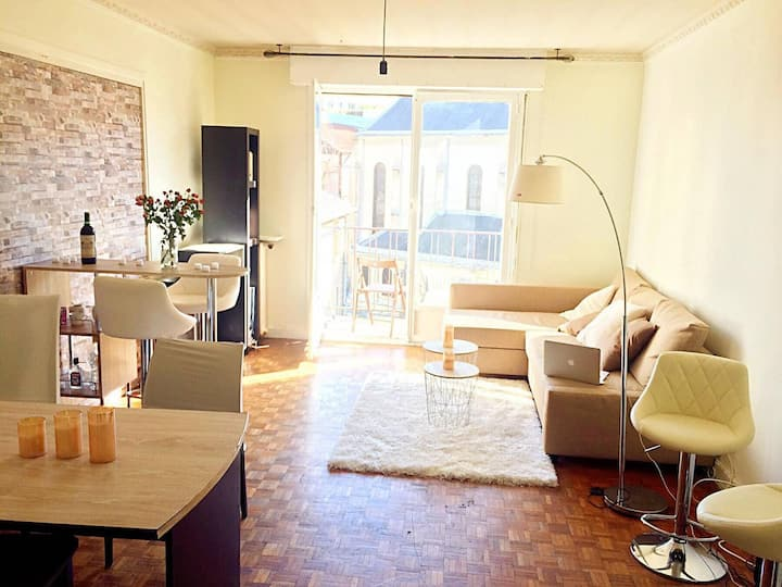Large room with balcony near Buttes Chaumont