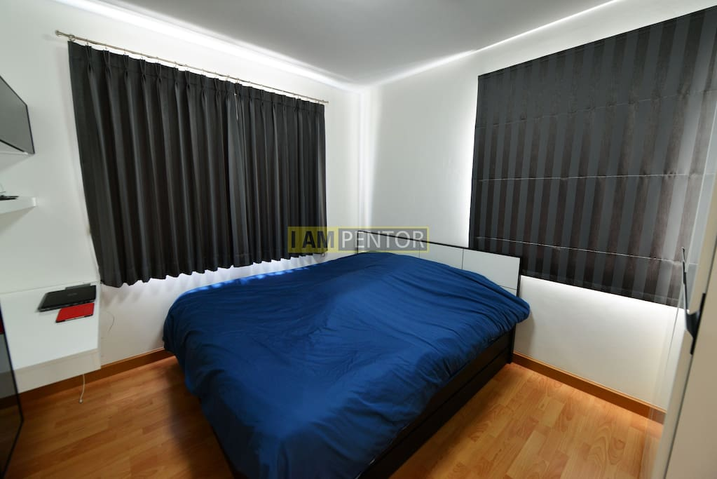 Master Bedroom -Kingsize bed, Working Table