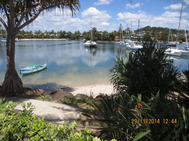 Peaceful central waterfront home - Tweed Heads - House