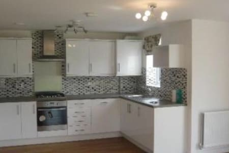 Luxury 2 bed apartment with parking - Elstree