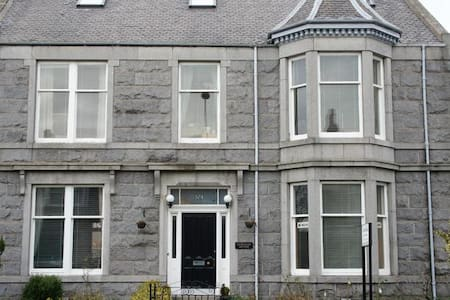 Camillia Guest House- Single room - Aberdeen
