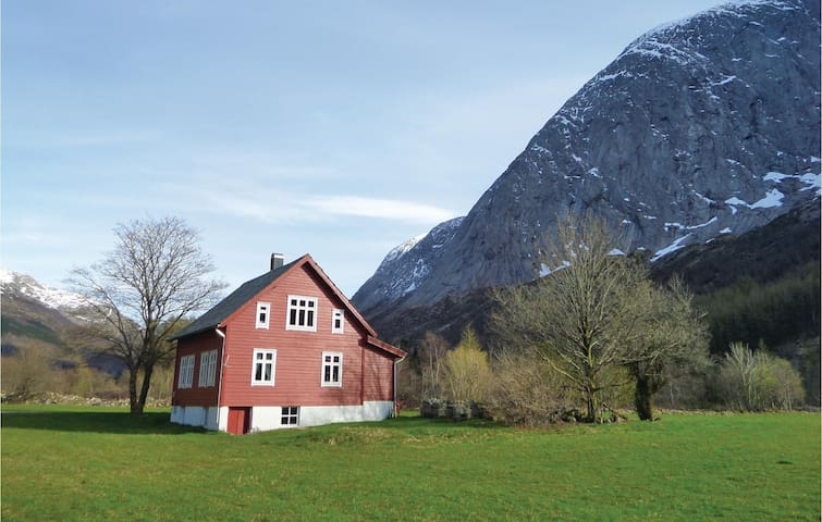 Former farm house with 3 bedrooms on 130 m²