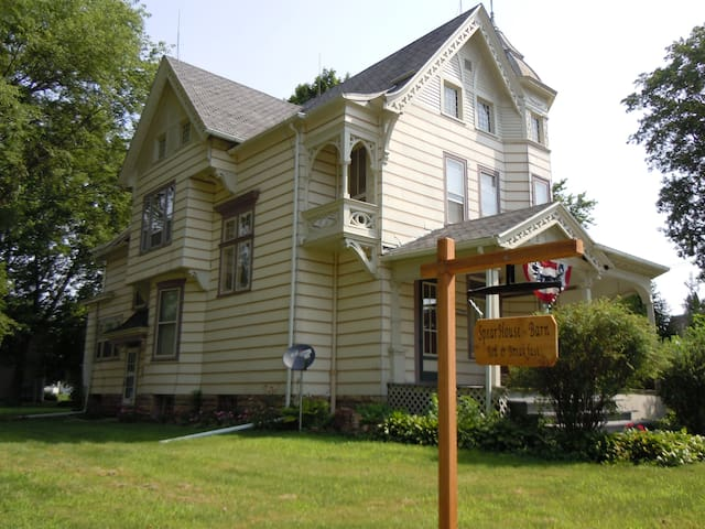 Spear House  Bed and Breakfast - Tipton - Bed & Breakfast