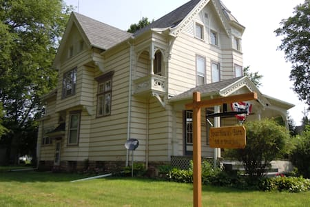 Spear House  Bed and Breakfast - Tipton