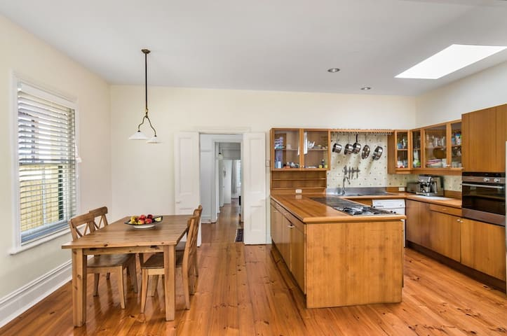 Entire 2 bed home in McMahons Point - North Sydney - Hus