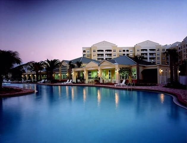 Relaxed, expansive resort 8miles from magic kingdo