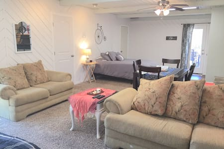 Lake Jackson Apartment for Work Travel &Short Stay