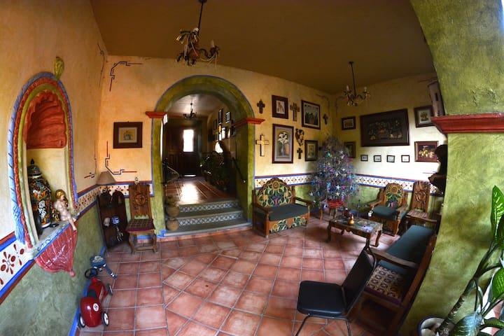 Casa Bonita in Jalpan´s downtown. - Jalpan de Serra - Ev