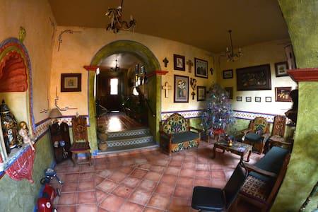 Casa Bonita in Jalpan´s downtown. - House