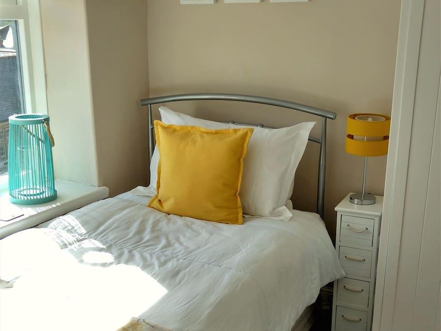 Sunrise - Adjoining single bedroom
