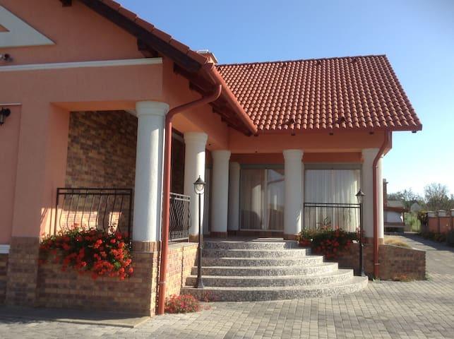 Villa Piros große Villa 4 Schlafzimmer, Garten