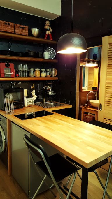 Delicately decorated  kitchen with wood and black design concept.