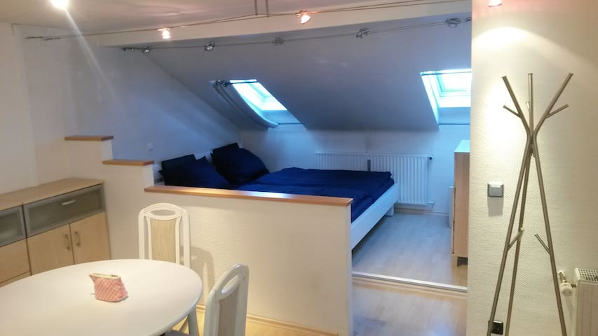 Schöne 1,5 Zimmer Dachgeschoß Whg. - Neubiberg - Apartamento