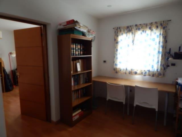 Habitaciones individuales en acogedora casa