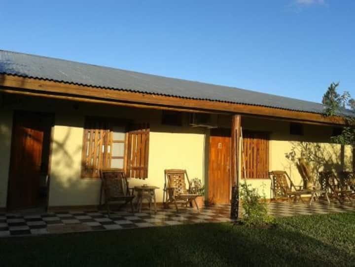 Habitación privada con 5 camas individuales