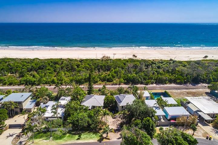 Suranadi 2 -direct beach access, AC, free Wi-Fi