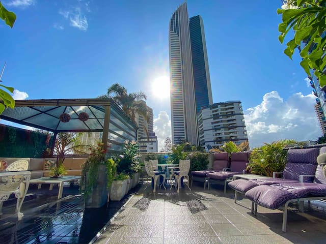 """Surfers Paradise 5 Star Rated Share """"ORCHID AVE"""""""