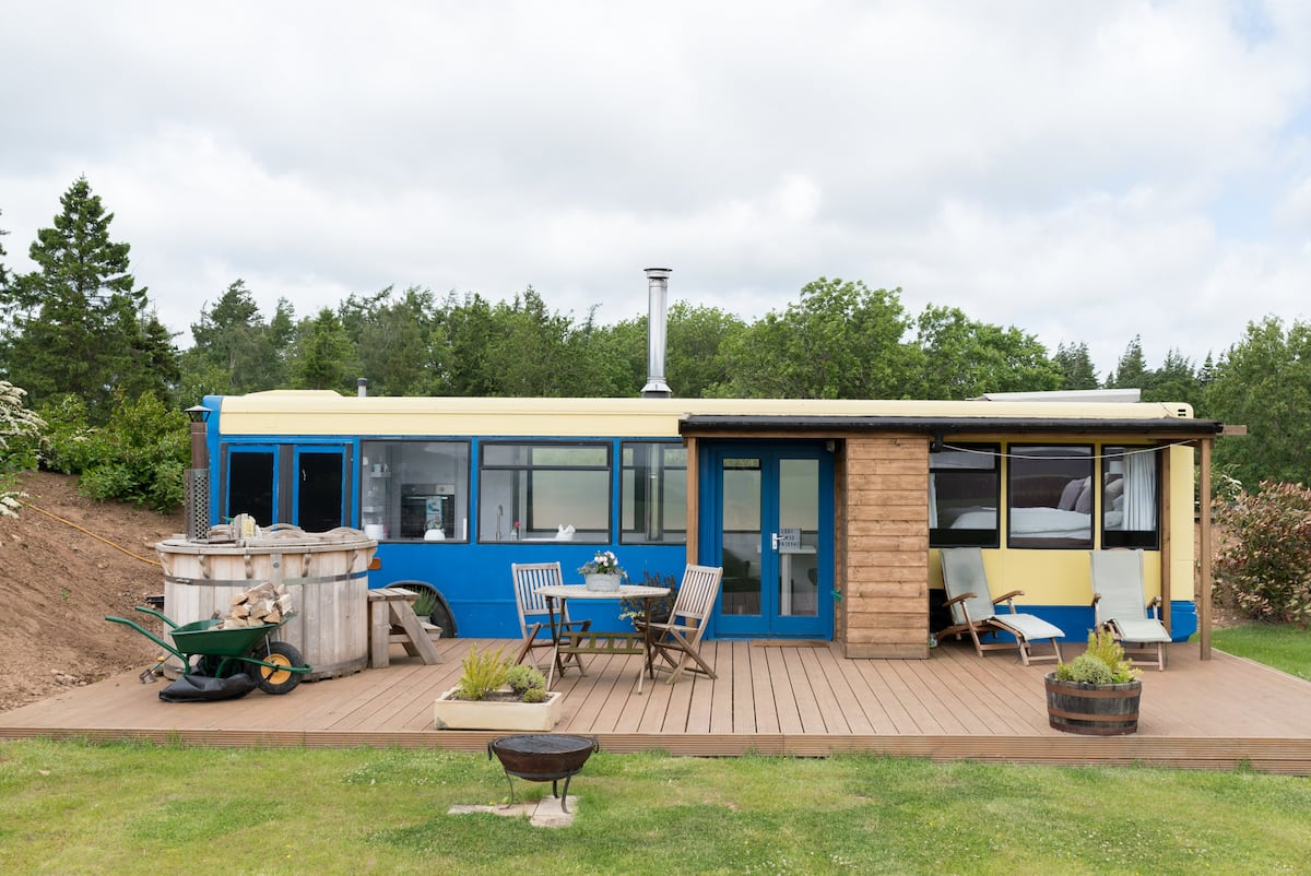Converted Bus with Private Outdoor Hot Tub and Fire Pit