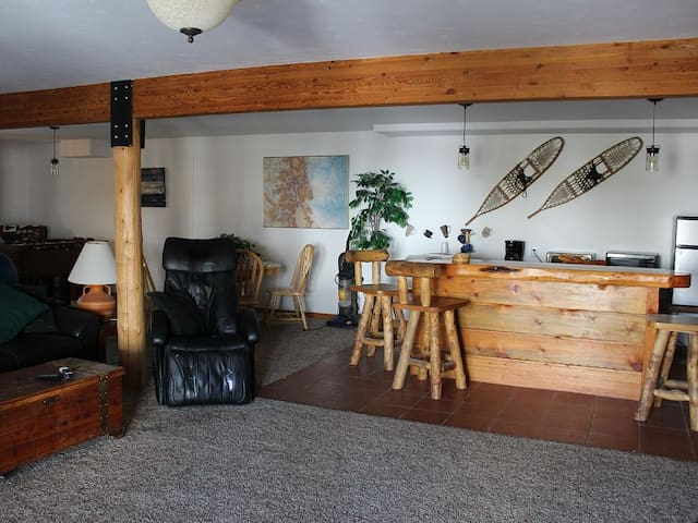 2BDRM/1FO/1bth...AND TWO ski passes! EaDayOfStay!!