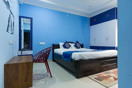 Calm and cozy stay at shilparamam - Hyderabad