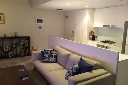 Massive 1 bedroom private quiet pad - Zetland - Wohnung