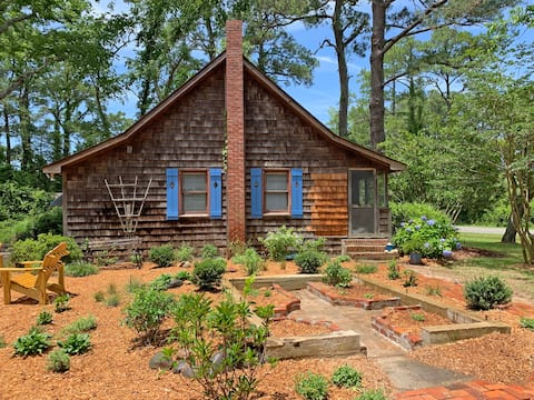 100 Year Old Cottage! Simple, Rustic, Charming