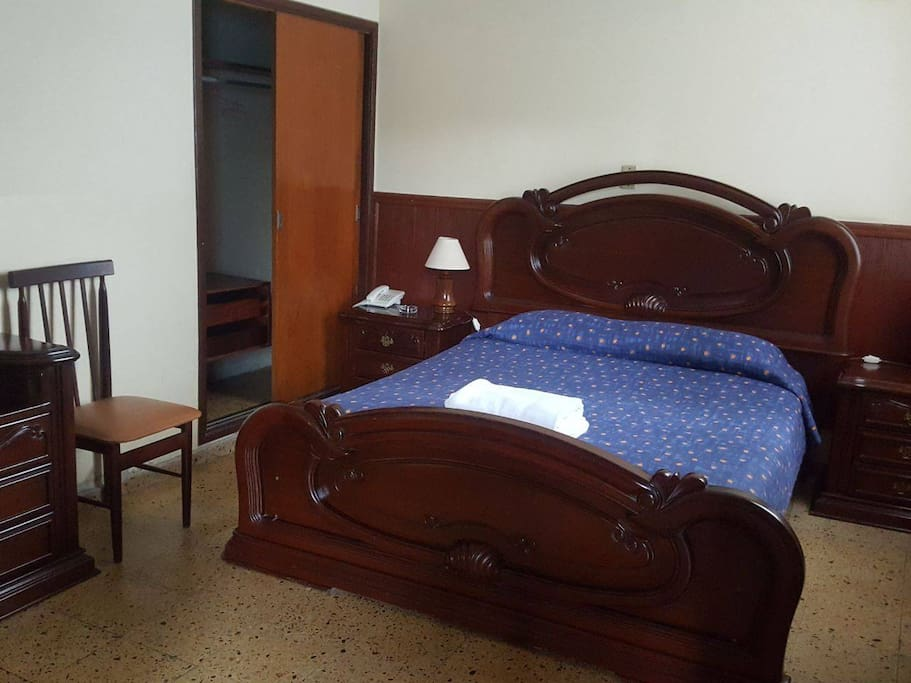 cama doble con baño privado