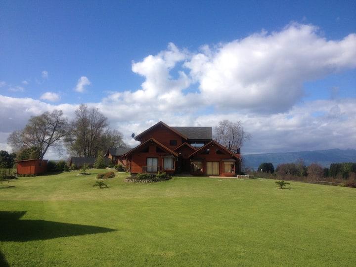 Casa  Villarrica-Pucón .IDEAL PARA VER EL ECLIPSE