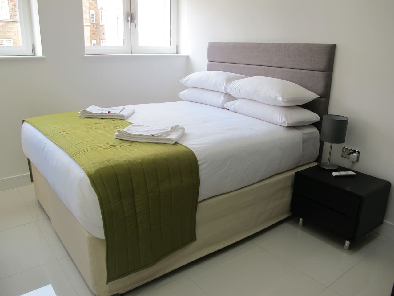 KING SIZE BED WITH MODERN AND BRIGHT FURNISHINGSIN