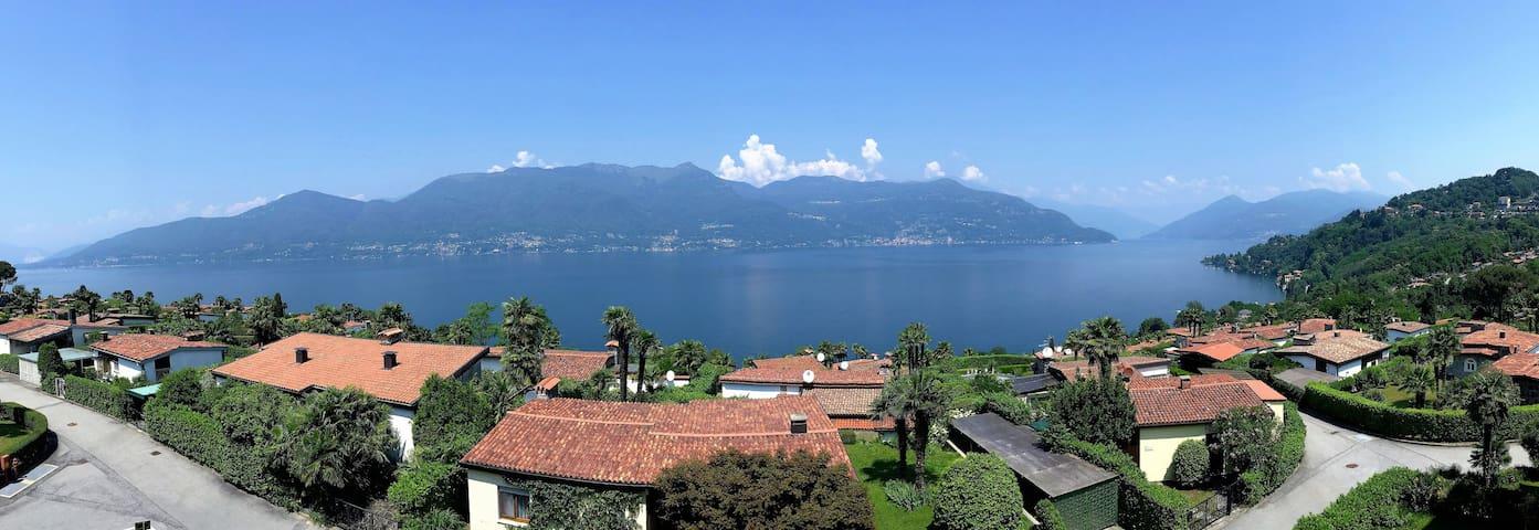 Apartment with lake view and pool - Villaggio Belmonte - Apartment