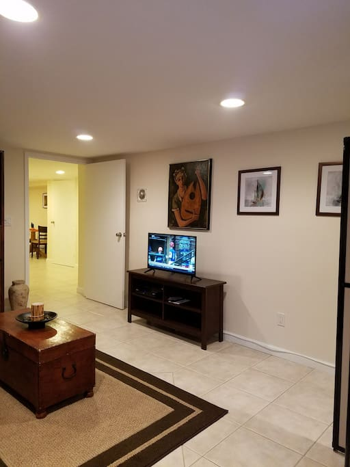 Living room area with flat screen TV and Cable.