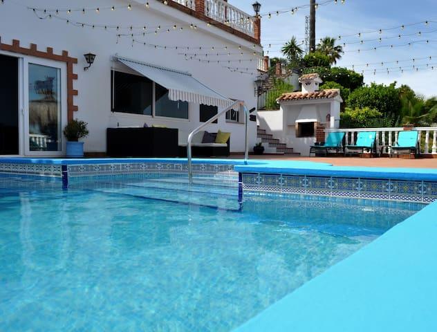 3 villas, 2 pools, hot tub, games room/peaceful