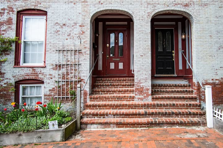 Sunny historic townhouse steps from Old Port