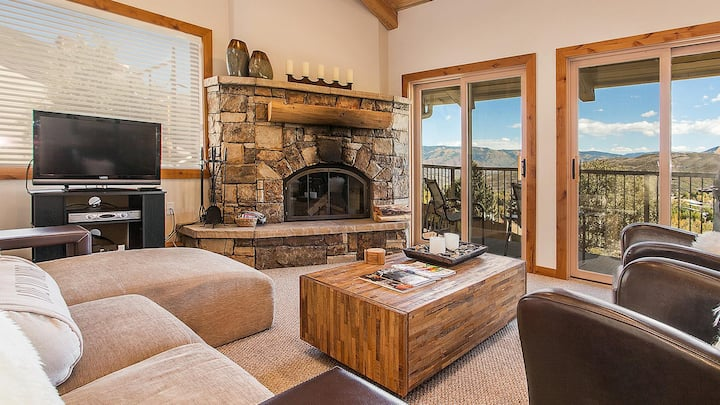 Luxurious and Convenient Snowmass Condo