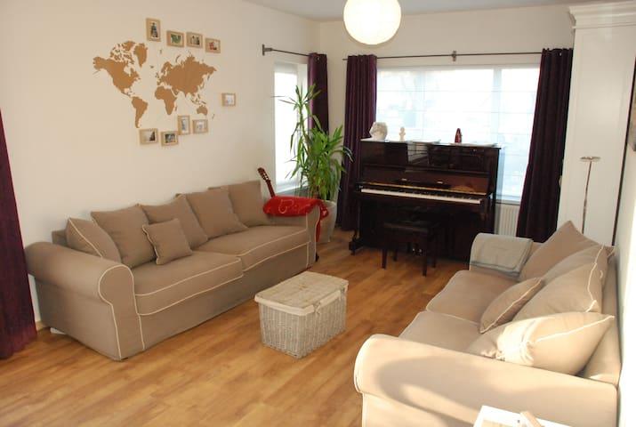 Kamer voor 3 in een peperkoekenhuisje - Leopoldsburg - Ev
