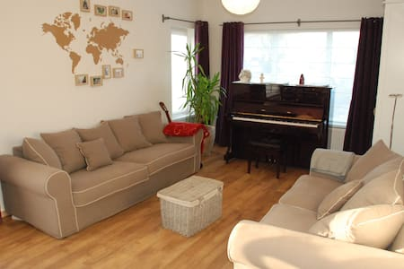 Kamer voor 3 in een peperkoekenhuisje - Leopoldsburg - Hus