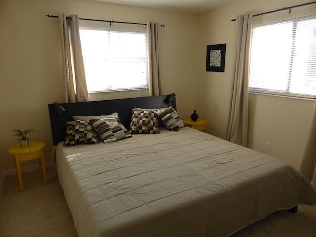 Schlafzimmer III mit Kingsize Bett / bedroom III with Kingsize bed