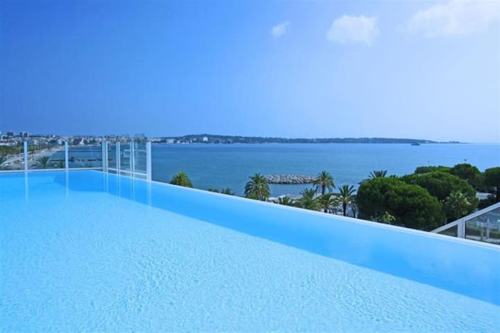 Amazing 115 sqm condo with garden, parking & beach