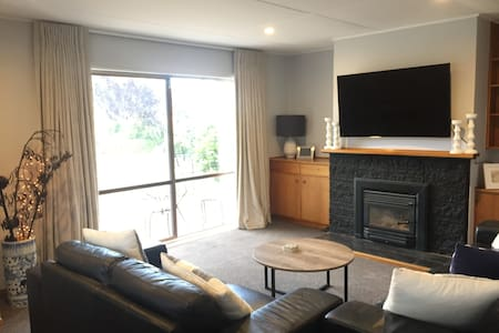 Cosy retreat in the village - Havelock North