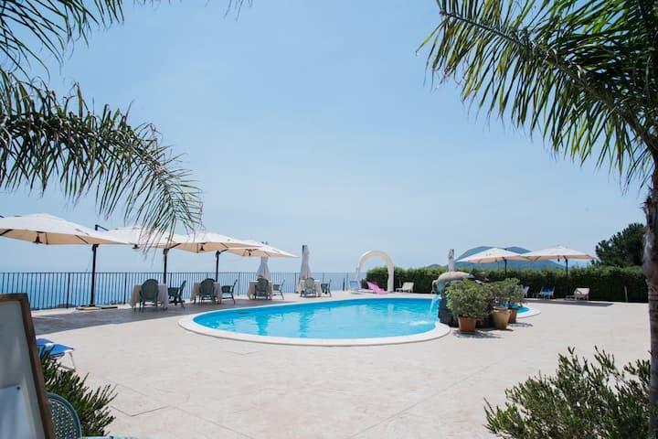 Eolian Residence con piscina, appartamento bilo