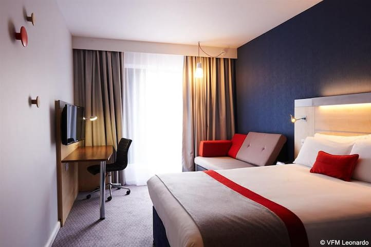 Essential Travel Only: Comfy Room Standard At Cheltenham