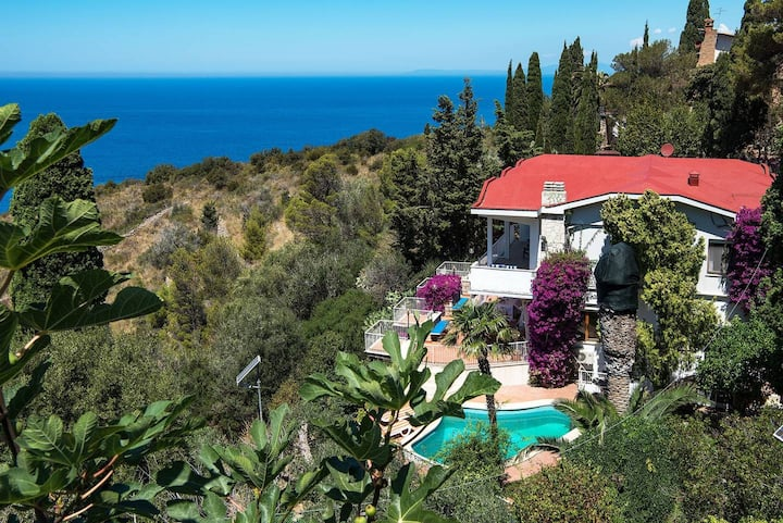 Villa Cacciarella with breathtaking sea views