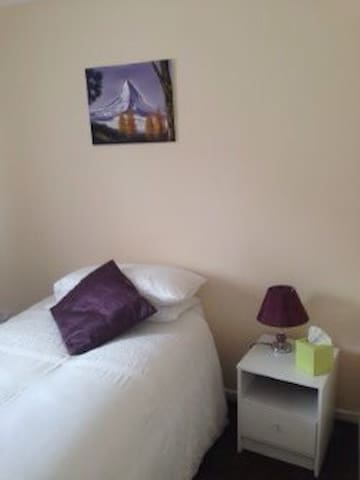 Ideal SNGL Bedroom - WiFi&Breakfast - Redruth